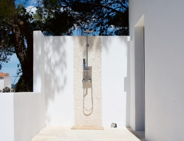 Casa Zita Verde Outside shower bedroom 1